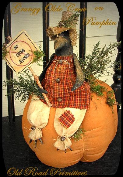 Grungy Olde Crow on Pumpkin Pattern